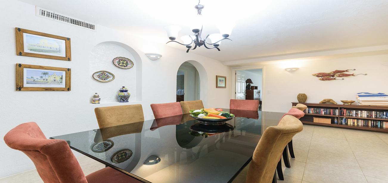 Villa Los  Arcos With Dining Table