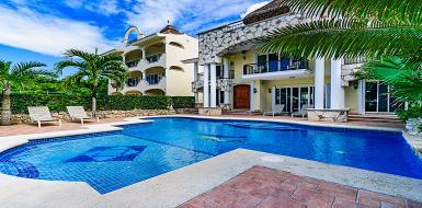 Beautiful Villa Las Uvas on the Beach